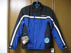 そして早速、先日のタイヤ交換とラーメンツーリングに着てみたところ、さすが最新のジャケットですね!  いままで着ていたものより丈も長めでインナーもシッカリして